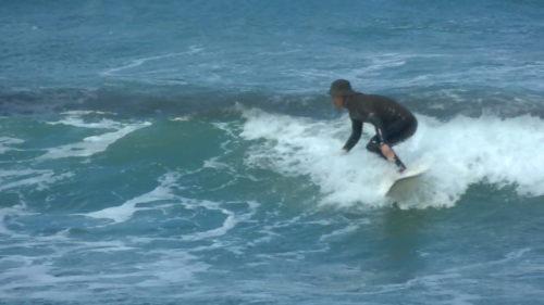サーフィンをする筆者