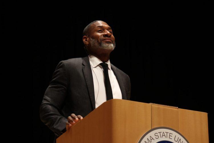 講義をする人の写真
