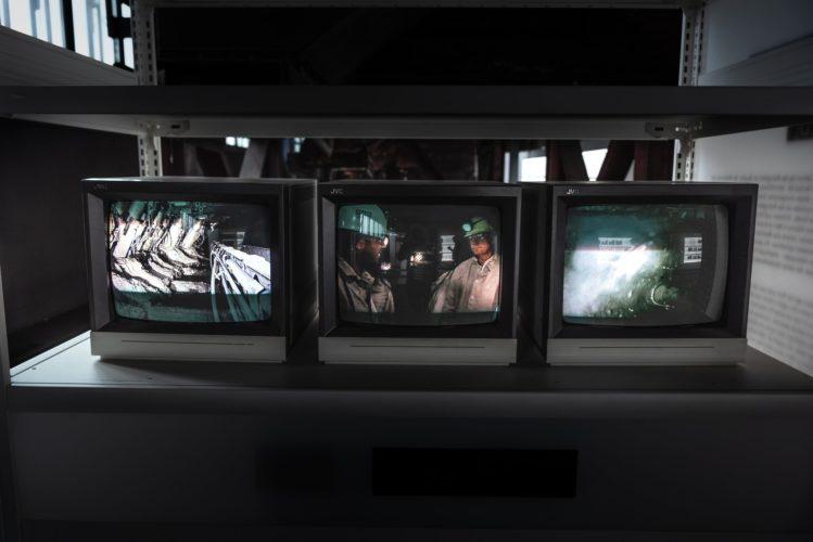 テレビが三個の写真