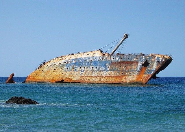 廃船の写真